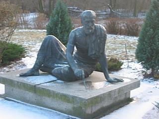 Skulptur im Treptower Park, Photo: Gabriele Kantel, 23.12.2002